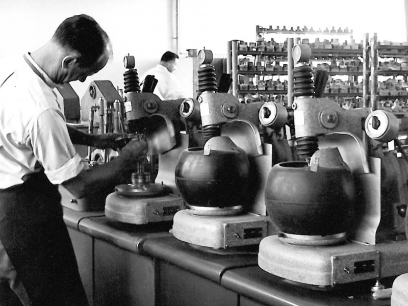 Schleifmaschinen der Arnold-Knecht-Optik 1938